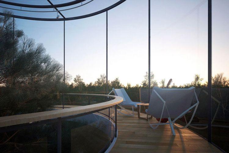 Фантастический стеклянный дом вокруг дерева